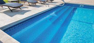 17. kolam renang yang bagian dalamnya dihiasi dengan